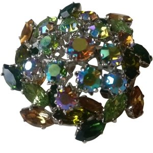 🇨🇦Vintage 60s Austrian Swarovski crystals brooch